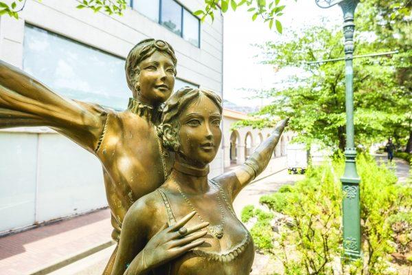 宝塚の銅像